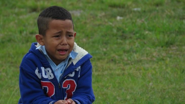 התנהגויות שהן קריאה לעזרה בקרב ילדים: ילד בוכה