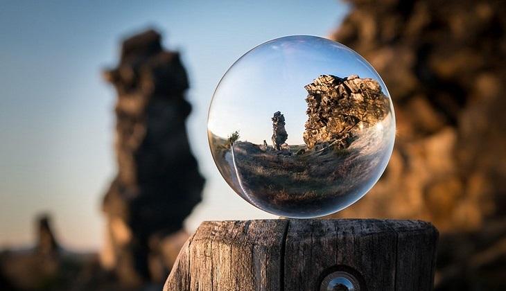 שאלות שיעזור לכם להיות מאושרים: נוף ממוקד בכדור זכוכית