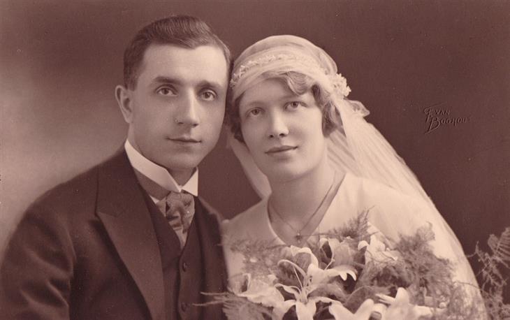 בדיחה: תמונה ישנה של זוג נשוי