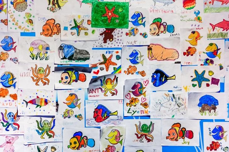 פרשנויות של ציורי ילדים: אוסף דפים צבועים