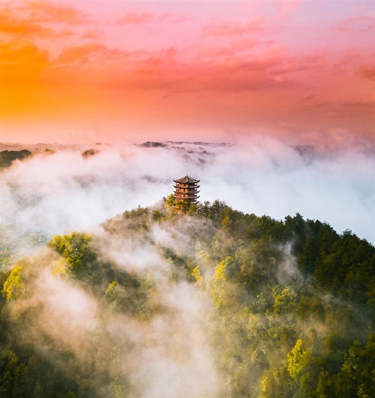 תמונות מתחרות צילום נוף 2019: בניין על הר מיוער, בפונגואנג שבסין