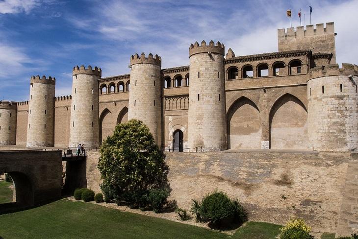 אתרים בסרגוסה: חזית ארמון אלחפריה