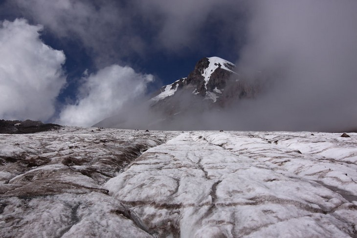פלאי הטבע של גאורגיה: הפסגה המושלגת של הר קזבק (Kazbek)