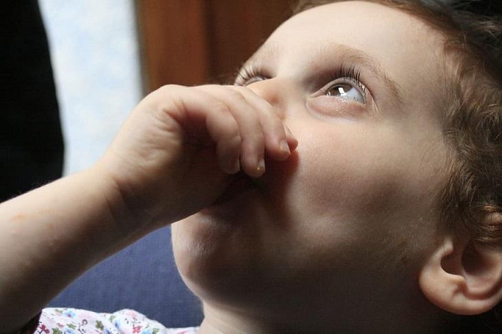 תרופות סבתא לשיעול ילדים: ילד משתעל