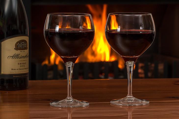 מאכלים לשמירה על בריאות כיס המרה: שתי כוסות יין