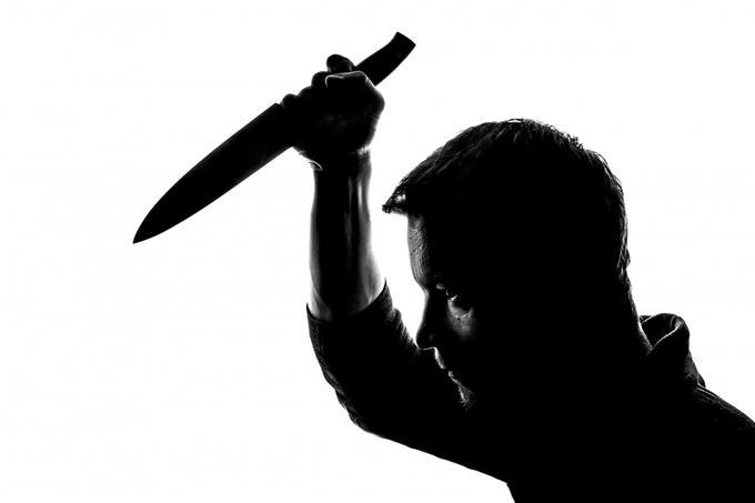 בחן את עצמך: איש עם סכין ביד