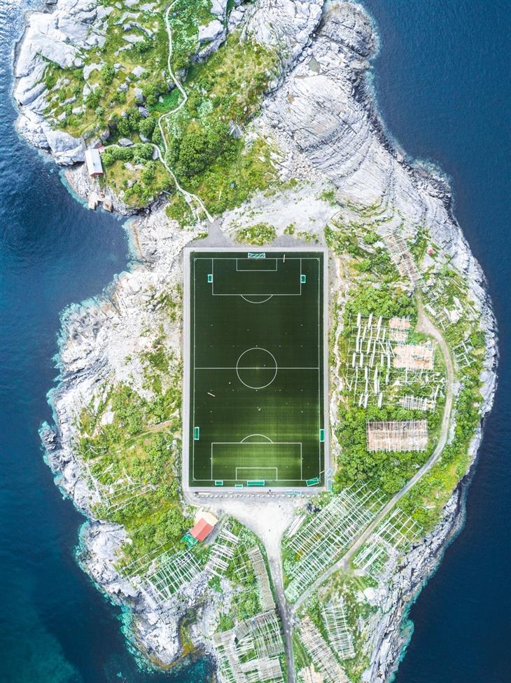 תמונות מדהימות מתחרות הצילום הבינלאומית של סיינה: מגרש הכדורגל של הנינגסבר