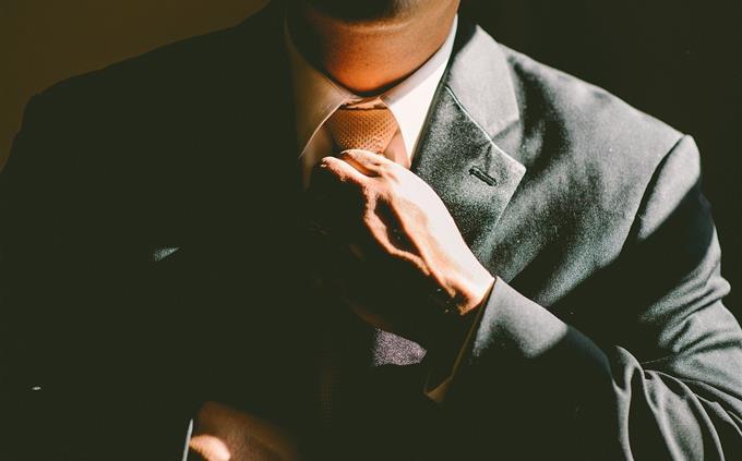 טריוויה: איש בחליפה