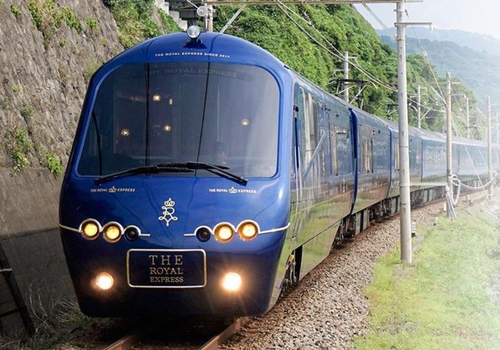 רויאל אקספרס: הרכבת מבחוץ
