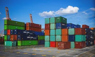 מצא את ההבדלים: מכולות בנמל