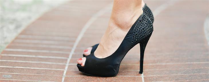 הנעליים המזיקות ביותר לגוף: נעלי עקב