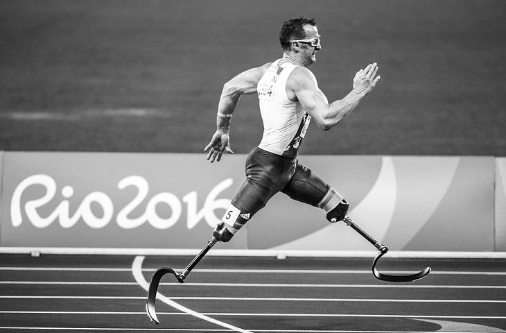 שקרים שאנחנו מספרים לעצמנו: איש רץ עם רגליים תותבות
