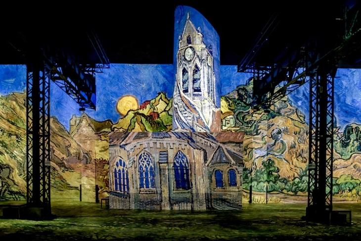 תערוכה חדשנית עם ציוריו של ואן גוך: בית בעמק