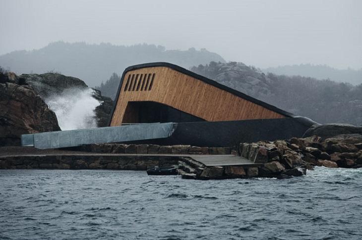 מסעדה תת-ימית: תמונה מבחוץ ביום מעונן