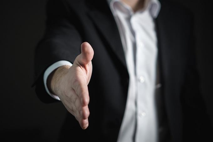 מבחן אישיות חיית עוצמה: יד מוגשת ללחיצה