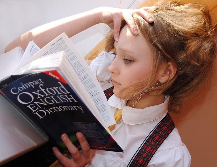 רפואה פונקציונאלית: אישה קוראת ספר