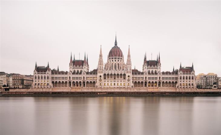 צילום עירוני: בניין הפרלמנט בבודפשט