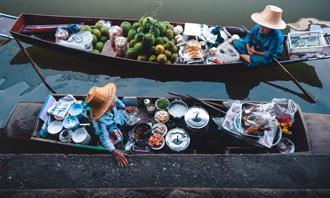 בחן את עצמך: אנשים על סירות עם מצרכים