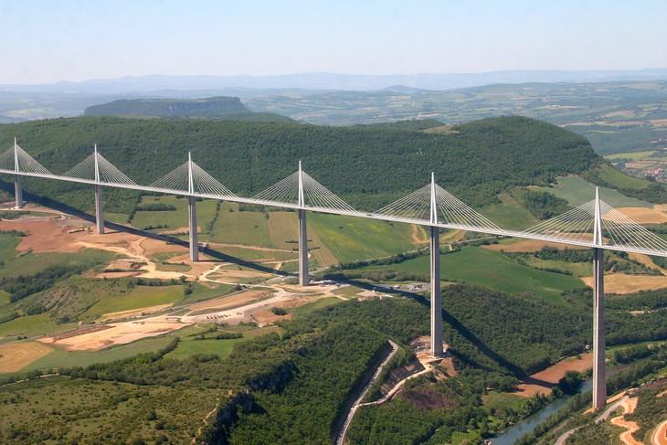 כבישים מדהימים מסביב לעולם: גשר מיו