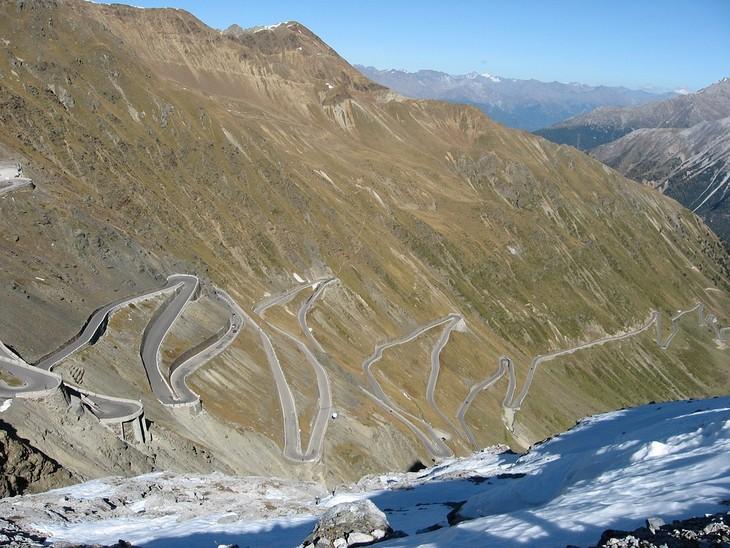 כבישים מדהימים מסביב לעולם: מבט על הכביש שמוביל למעבר סטלביו