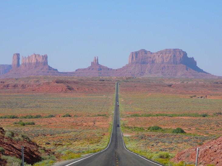 כבישים מדהימים מסביב לעולם: כביש 163 העבור במוניומנט ואלי