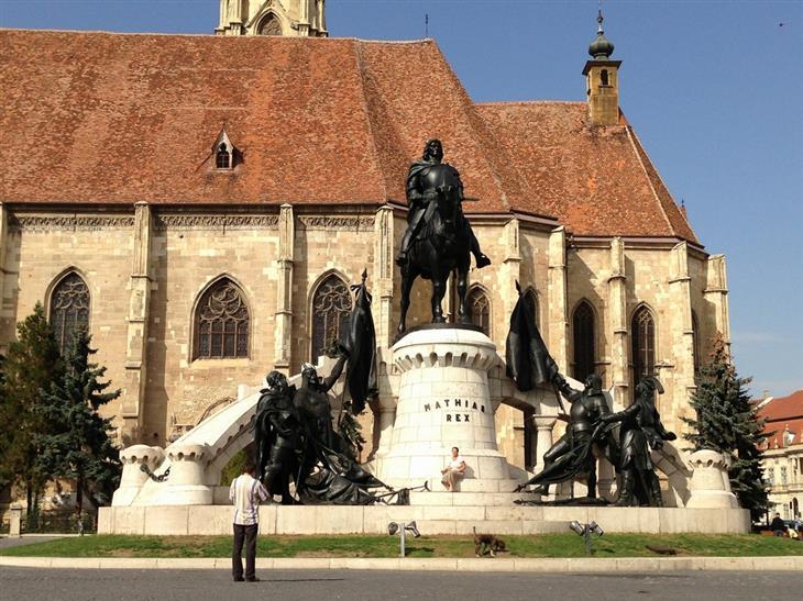 אתרים ואטרקציות בקלוז-נאפוקה: פסל בכיכר האיחוד