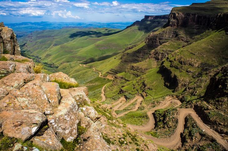 כבישים מדהימים מסביב לעולם: הדרך המובילה למעבר ההרים סאני פאס