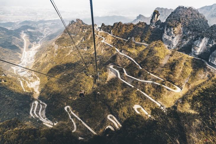 כבישים מדהימים מסביב לעולם: הדרך המובילה להר טיאנמן