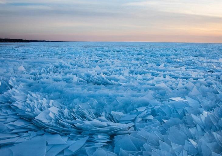 מראות טבעיים מיוחדים: פלחי קרס המכסים את אגם מישיגן