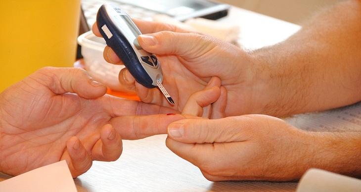 טיפים להורדת סוכר בדם: בדיקת סוכר בדם