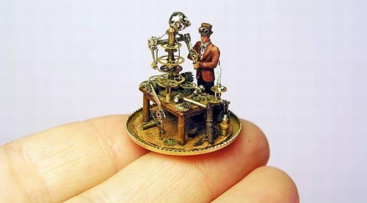 פסלונים זעירים: פסלון של אדם שבונה רובוט שעשוי מגלגלי שיניים