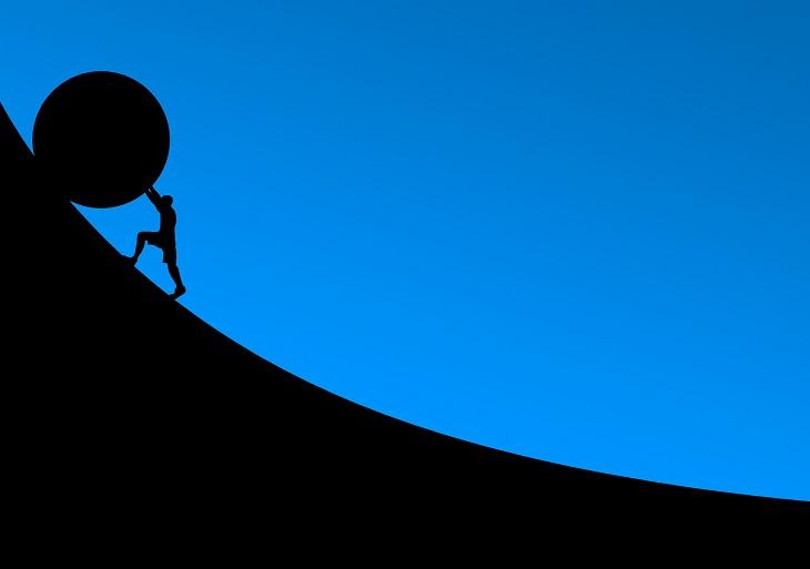 התמודדות עם קשיים: איור של אדם גורר סלי במעלה תלול