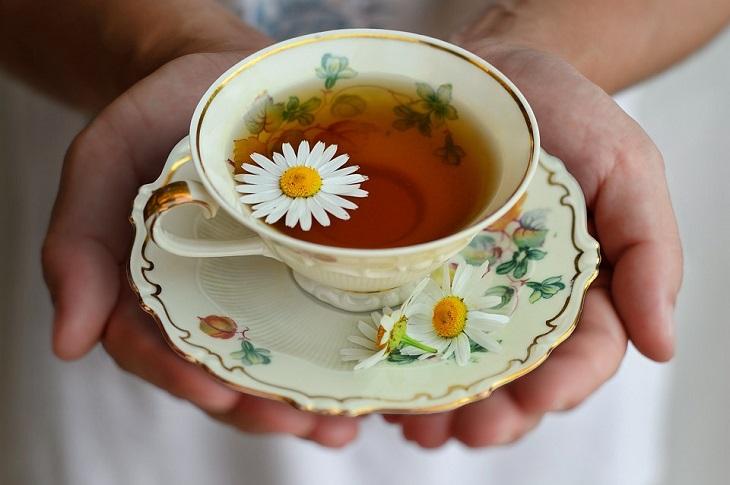 סוגי תה נגד נפיחויות: תה קמומיל