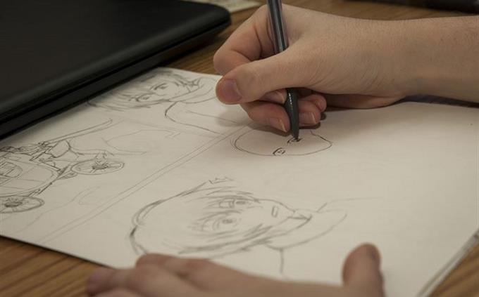 מבחן שמות בעלי מקצוע בעברית: אדם מצייר טיוטת סרט מצויר במחברתו
