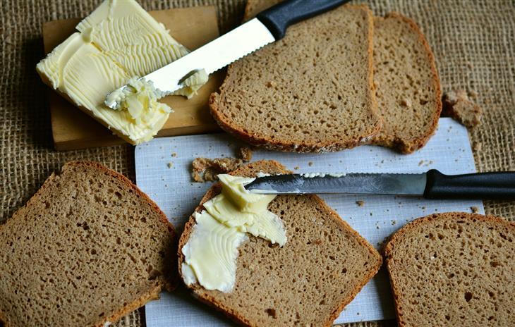 ויטמינים לילדים: פרוסות לחם עם חמאה