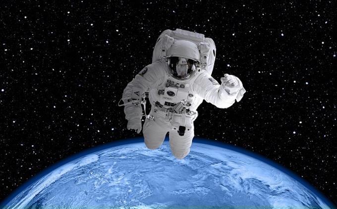 מבחן שמות בעלי מקצוע בעברית: אסטרונאוט בחלל