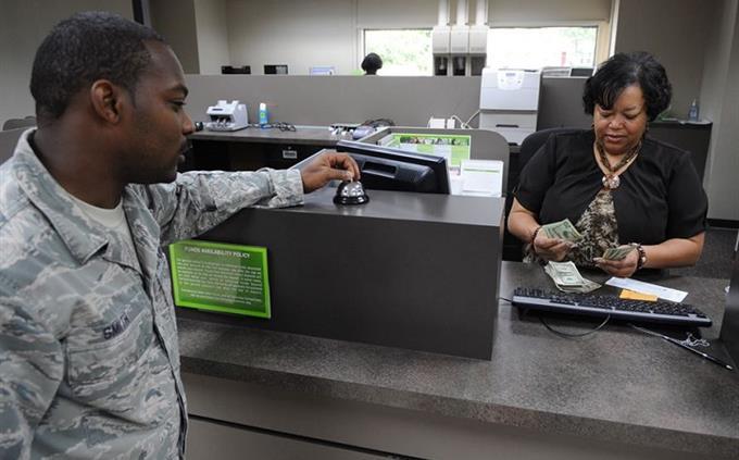 מבחן שמות בעלי מקצוע בעברית: טלרית סופרת כסף מול חייל