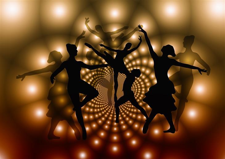 יתרונות לגוף ולנפש של ריקוד: צלליות של אנשים רוקדים