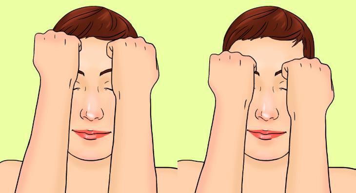 עיסוי בשיטת קורוגי: אישה מעסה את המצח