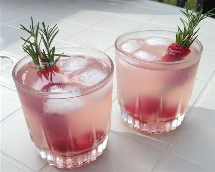 משקאות לטיפול בבעיות שונות בגוף: לימונדת רוזמרין