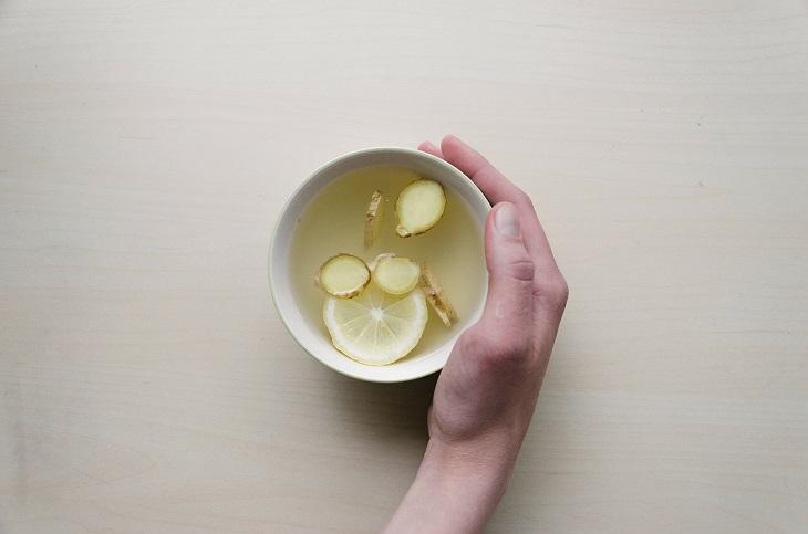 דרכים להפחתת נפיחויות בבטן: תה ג'ינג'ר