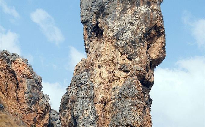 מבחן טריוויה תקריב אתרים בארץ: עמוד הסלע בנחל עמוד