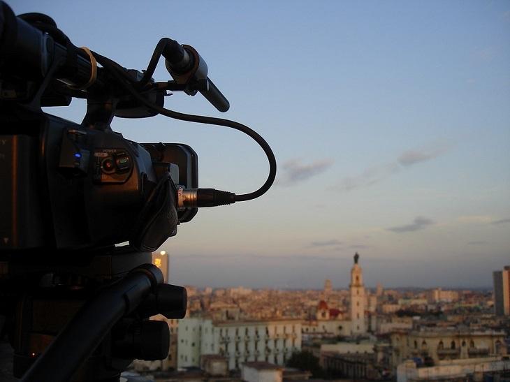 סרטים המבוססים על סיפורים אמיתיים: מצלמת וידאו מכוונת על עיר