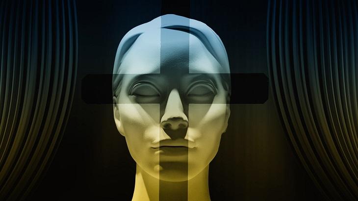 תכנות מחדש של התת מודע: איור של פני אישה, כשעל האף והעיניים מעין כוונת ממקדת