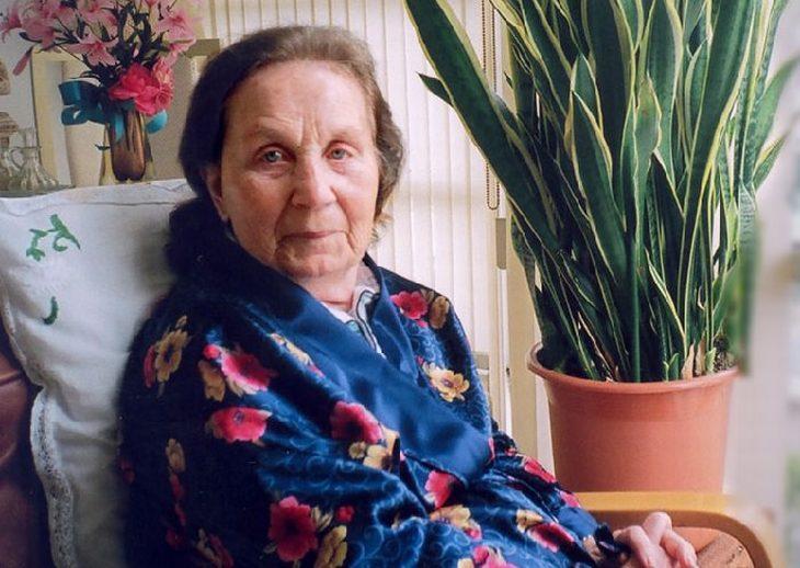סגולות של מי מלפפון: אישה מבוגרת