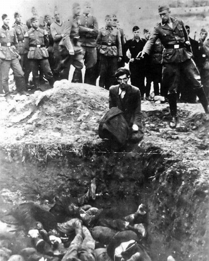 תמונות היסטוריות: חייל גרמני מוציא להורג יהודי