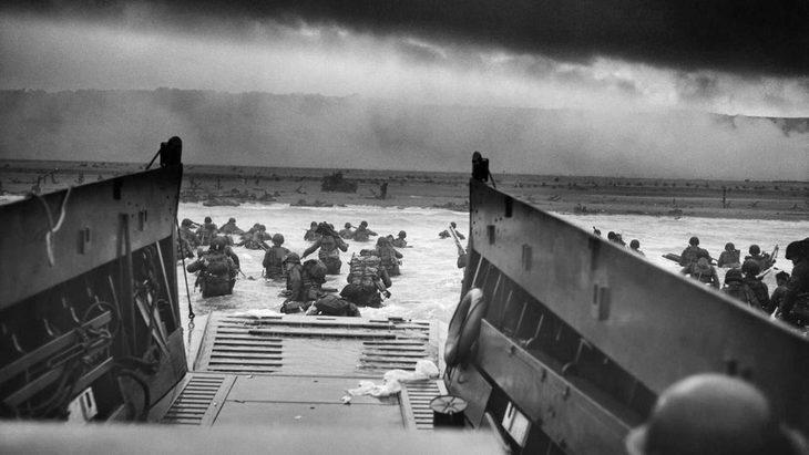 תמונות היסטוריות: חיילים במים בפלישה לנורמנדי