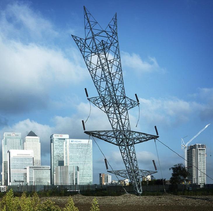 מבנים מיוחדים: עמוד חשמל שעומד הפוך