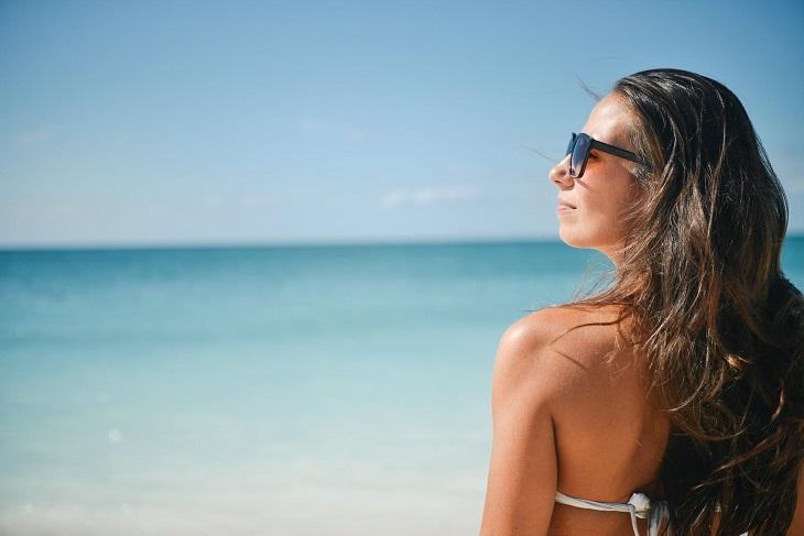 תוספי מזון טבעיים: אישה בשמש