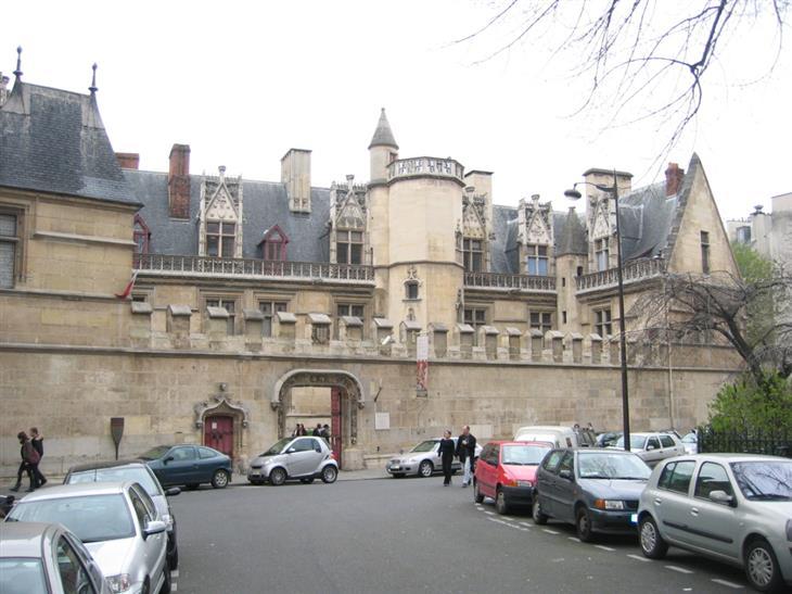 המוזיאונים המיוחדים בפריז: מוזיאון קלוני מבחוץ